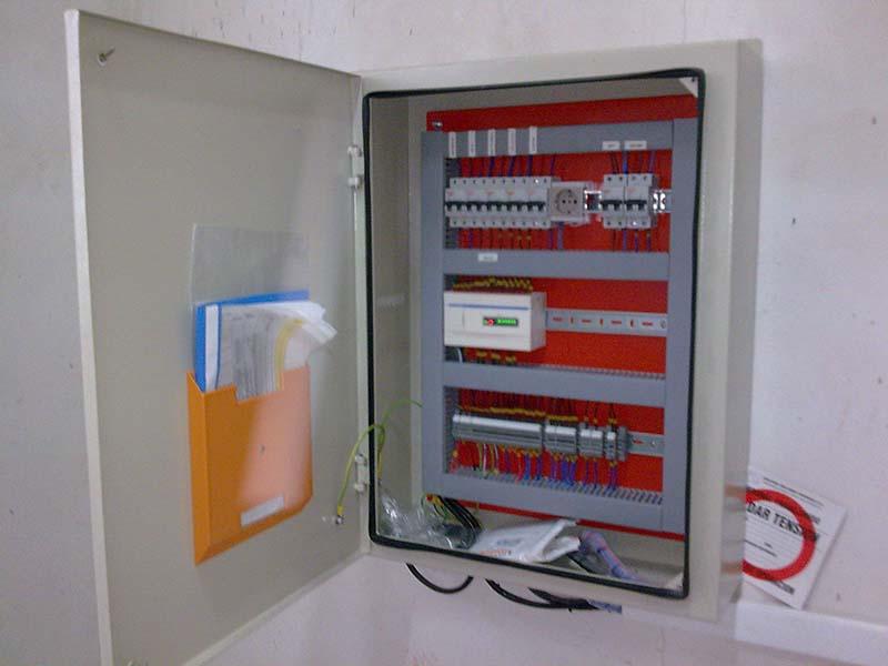 Tableros de mando con PLC para Sub Estaciones
